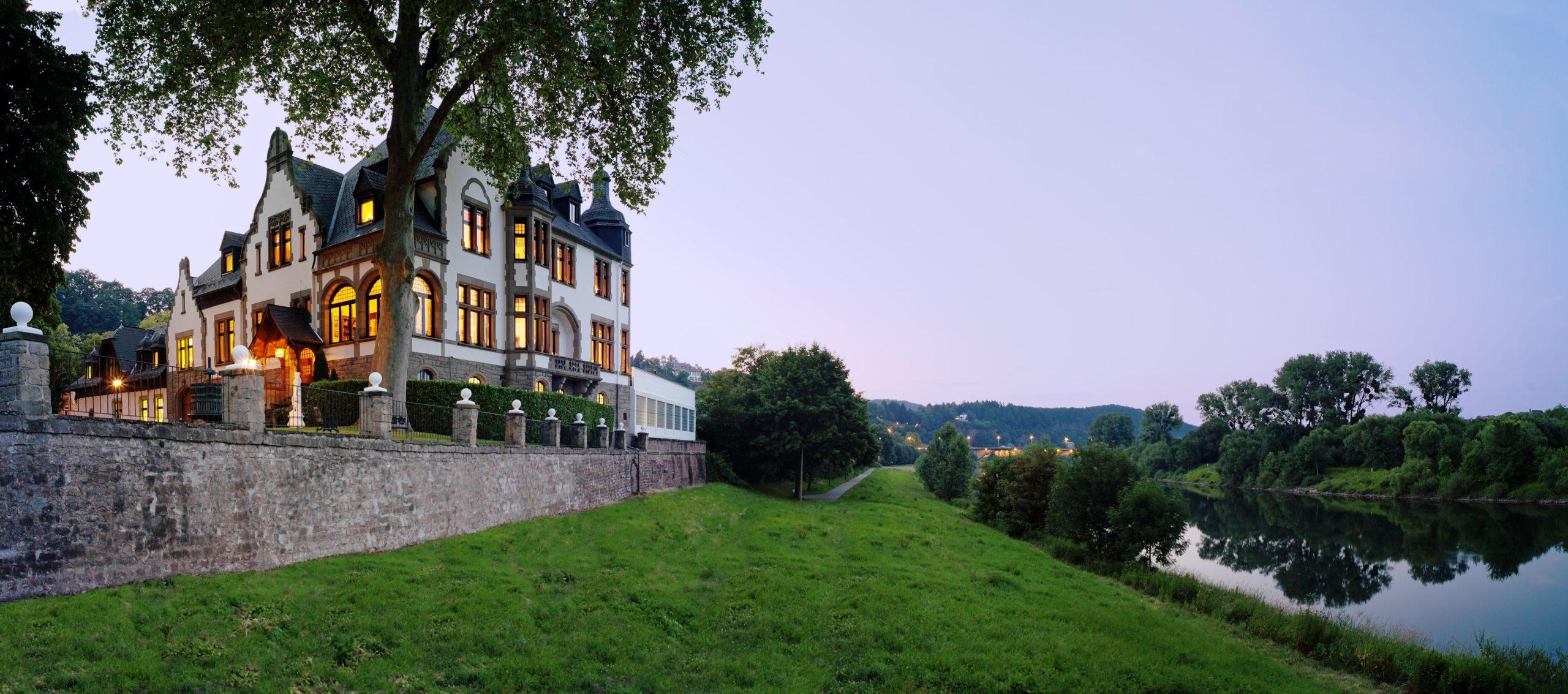 Baugrundstück in direkter Mosellage mit Gründerzeitvilla und Außengebäuden