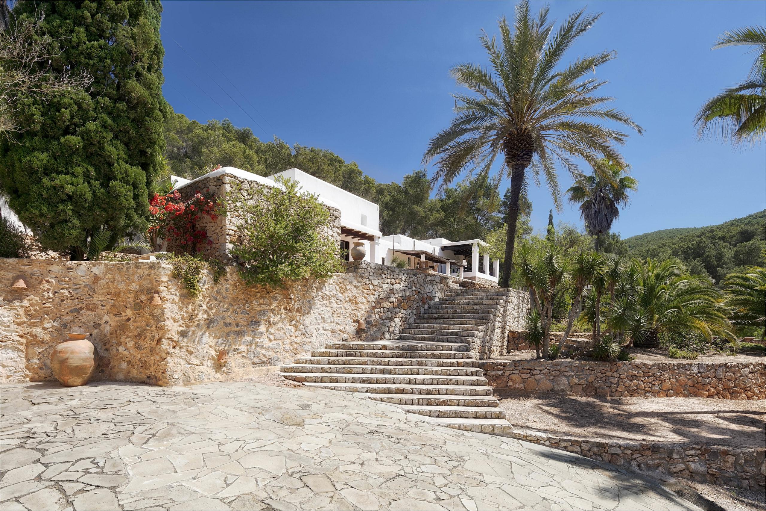 Charmante, komplett renovierte Finca in idyllischer Lage nahe der Stadt Ibiza